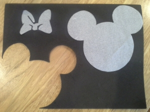 I used baking paper cut-outs as templates for some of my Minnie Mouse decorations.